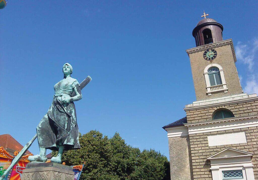 Tinebrønden og Mariekirken i Husum