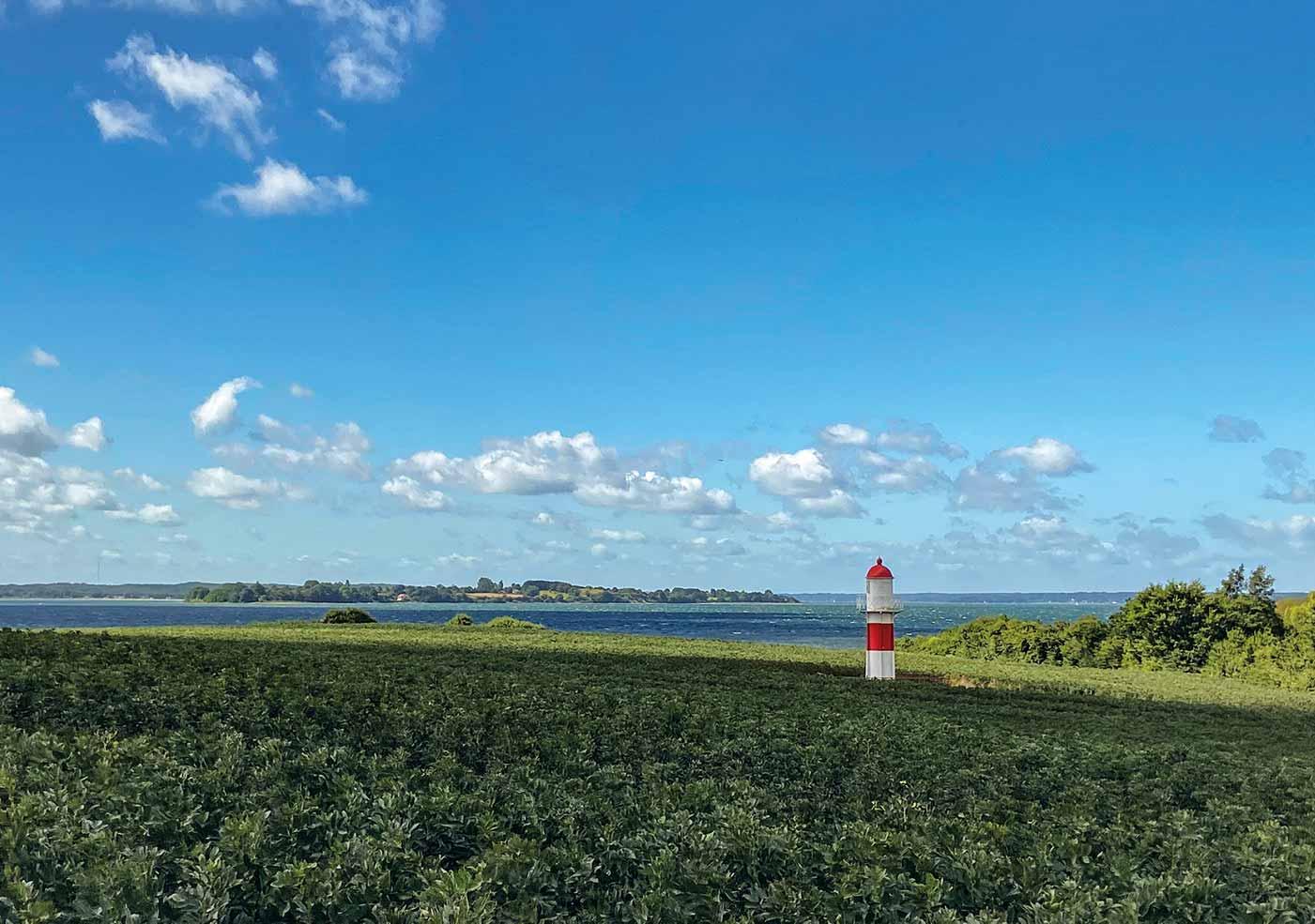 Fyrtårn med udsigt til halvøen Holnæs
